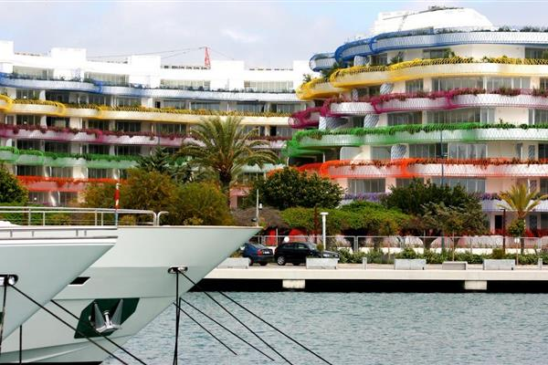 EXPERT OPINION ON THE PROBLEMS ENCOUNTERED DURING THE CONSTRUCTION OF TWO BLOCKS OF LUXURY APARTMENTS IN THE MARINA DISTRICT OF IBIZA