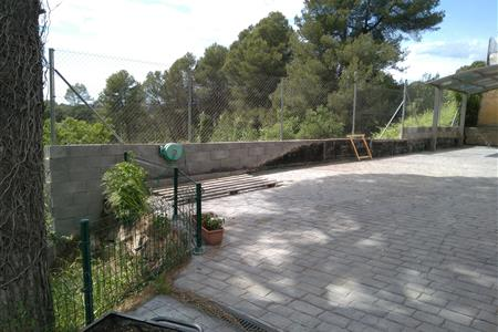 RETAINING WALL IN A SINGLE-FAMILY HOUSE IN SANT CUGAT DEL VALLÈS