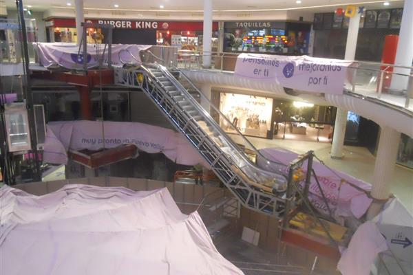 ESCALATORS IN A SHOPPING CENTER IN VALLADOLID