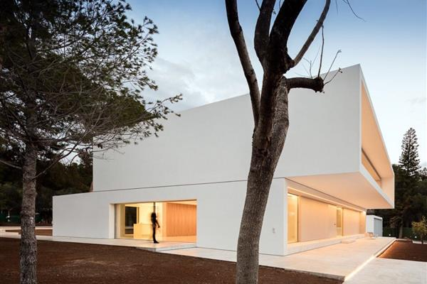 DETACHED HOUSE IN THE PINE TREE FOREST, GODELLA (VALENCIA)